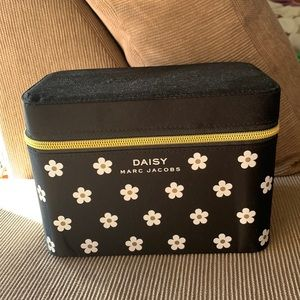 MARC JACOBS daisy make up bag